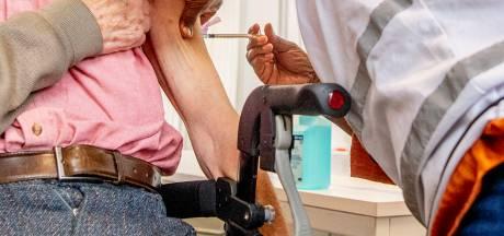 Zwolse bejaarden naar Hardenberg gestuurd voor coronaprik: 'Slecht geregeld'