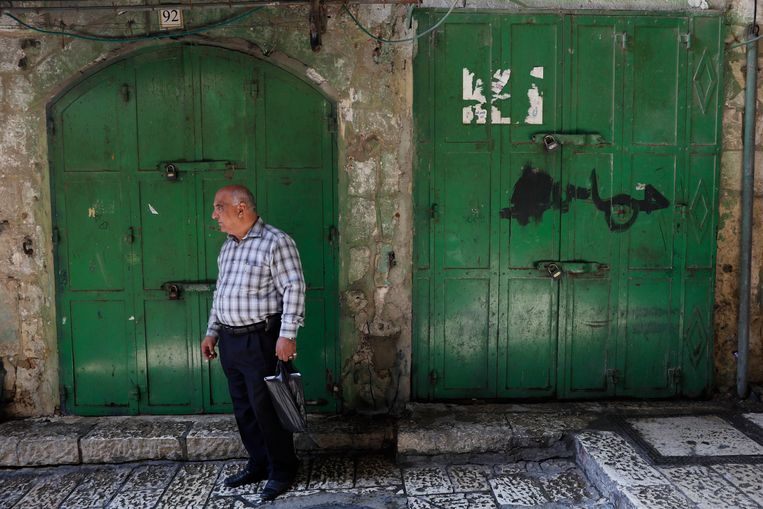 De Palestijnen sluiten vandaag hun winkels uit protest. Beeld EPA