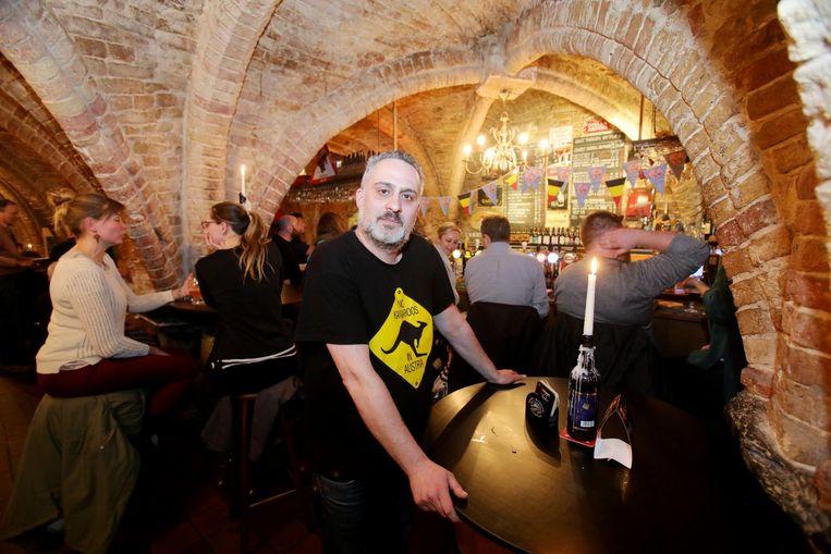 Cafe¿baas Regnier De Muynck is niet meteen in zijn nopjes met de 'Amerikaanse Le Trappiste'.