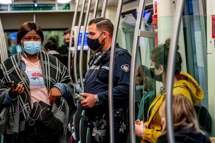 De RET schaalt het openbaar vervoer af tijdens de avondklok.