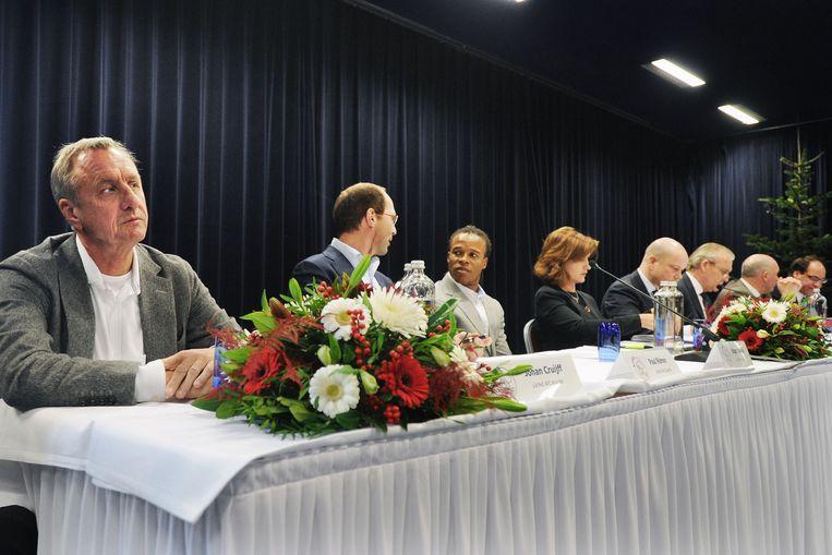 Commissaris Cruijff voor aanvang van een algemene leden- en aandeelhoudersvergadering. Beeld Guus Dubbelman / de Volkskrant