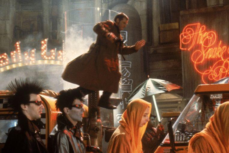Detective Deckard (Harrison Ford) jaagt in 2019 op een groep ontsnapte robots. Beeld -