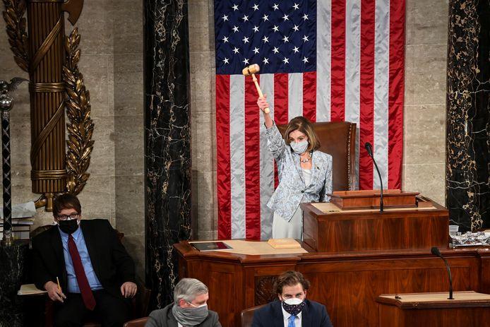 Tijdens de eerste zitting van het Huis van Afgevaardigden werd Nancy Pelosi nipt herverkozen als voorzitter.