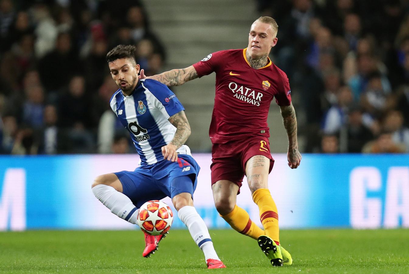 Rick Karsdorp in actie namens AS Roma tegen FC Porto in de achtste finales van de Champions League vorig seizoen.