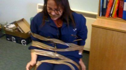 """Mannelijke collega's binden vrouw vast en bedreigen haar nadat ze kloeg over pestgedrag: """"Hou je voortaan koest"""""""
