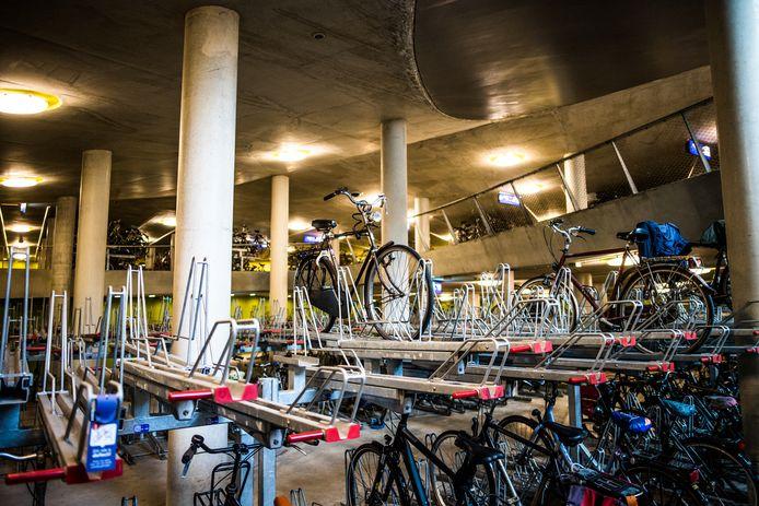 De fietsenstalling bij station Arnhem Centraal.