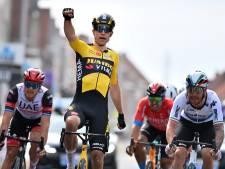 Topfavoriet Van Aert maakt ploegenspel af en sprint in spectaculaire editie naar winst
