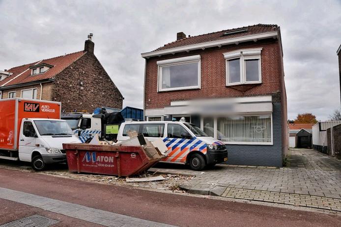 De inval in het tuincentrum aan de Trouwlaan in Tilburg, waar een growshop is opgerold.