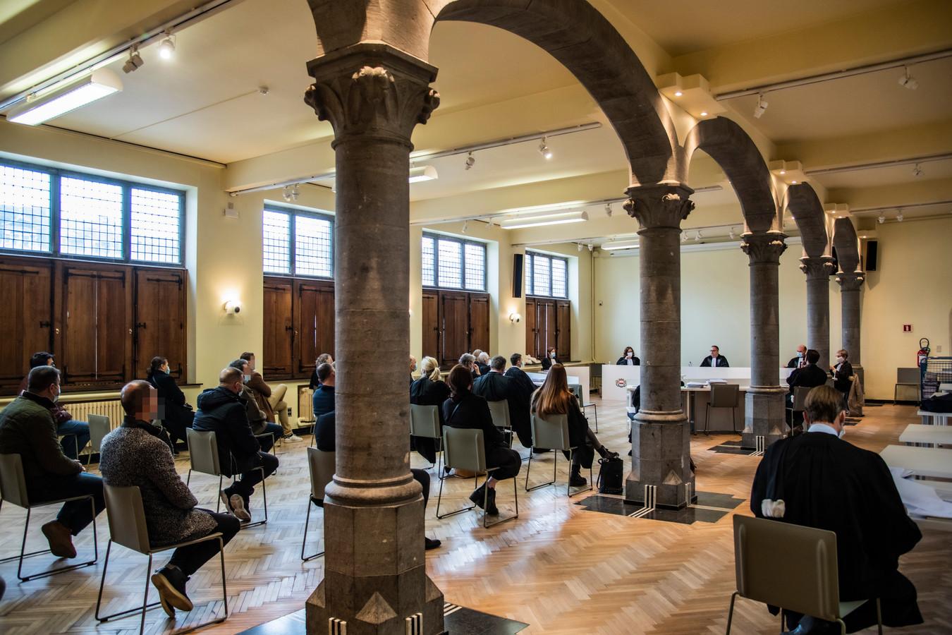 Voor het proces werd uitgeweken naar een zaal in het Dendermondse stadhuis. Daar blijft het nu stil tot de hervatting van de zaak midden november.