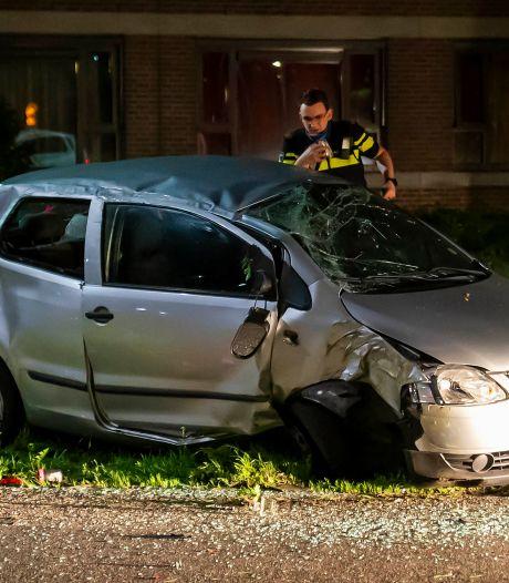 Auto uit de bocht gevlogen in Oss, bestuurster naar ziekenhuis gebracht