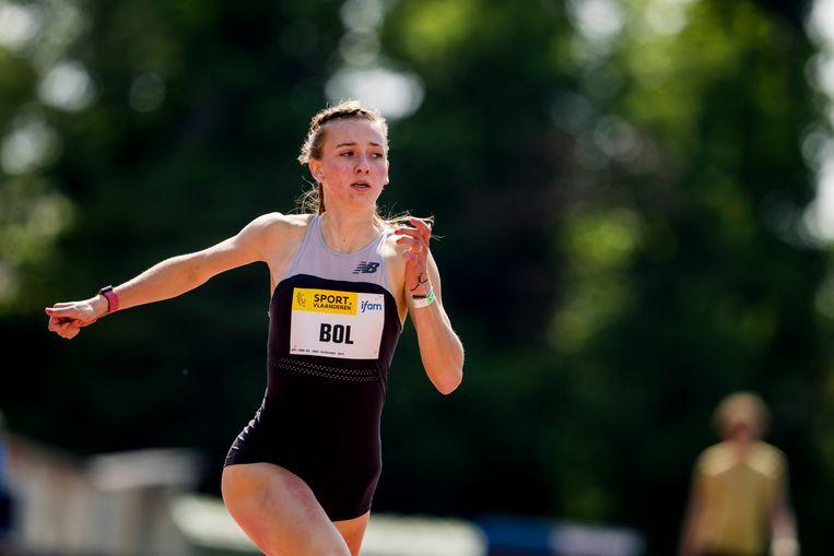 Femke Bol in actie tijdens een atletiekmeeting in Oordegem, België. Beeld BELGA