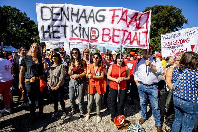 Jeugdzorgwerkers staakten begin vorig jaar voor het eerst in de Nederlandse geschiedenis. Ze eisten meer geld maar ook een einde aan 'de inkoopwaanzin'.