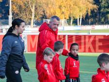 Speciale dag voor Anton bij PSV: ouders van vergeten kinderen steken trainer hart onder de riem