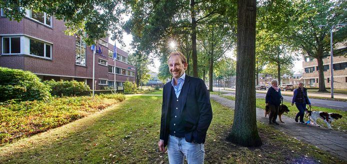 Een plan van Wim Boers voor een nieuw wooncomplex aan de Raadhuislaan is uitgegroeid tot een plan voor een heel nieuw stadsdeel, met meer dan vierhonderd woningen, zorgvoorzieningen en een nieuw theater. Het kantoor aan de linkerzijde is zijn eigendom.
