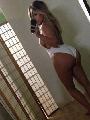 Kim Kardashian lanceerde de 'belfie': een selfie van het achterwerk (bottom).