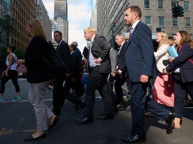 Brits premier Boris Johnson in New York, op weg naar de VN. Beeld BELGAIMAGE
