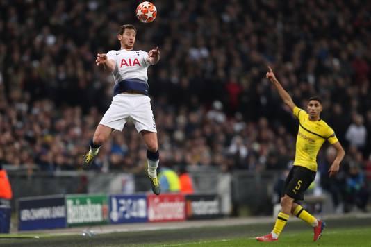 Jan Vertonghen stijlvol in actie tegen Borussia Dortmund.