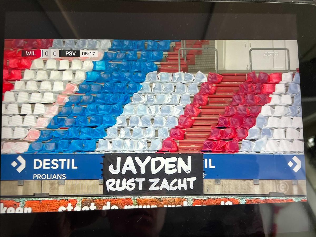 Spandoek van supporters voor overleden Jayden (12)