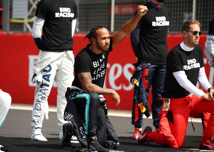 Lewis Hamilton knielt voor Black Lives Matter-beweging.