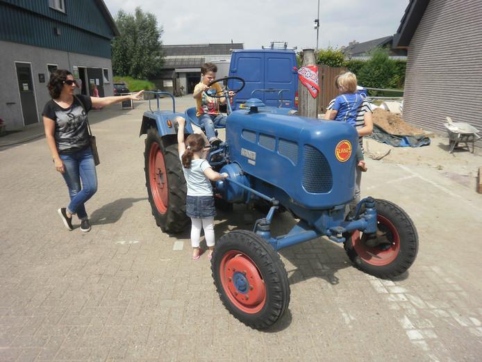 Altijd leuk even op de tractor bij Spierings.