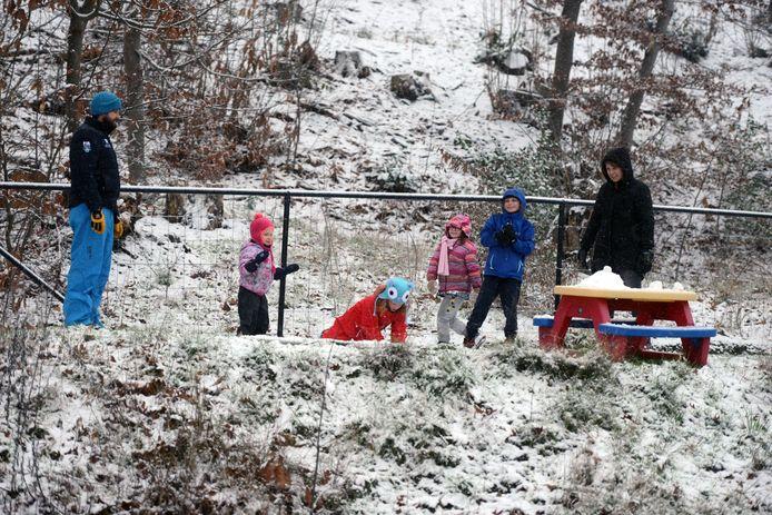 Sneeuw in regio Leuven: warme klederen aan en ravotten maar!