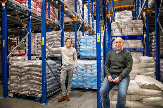 Directeur Oscar de Lange (links) van Van Delft Biscuits en Adwin Ploeger van Ploeger Logistics werken samen op het gebied van warehousing.