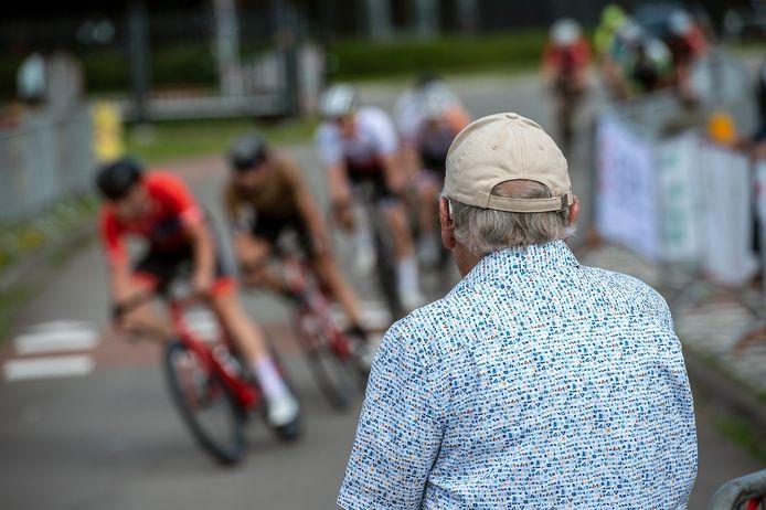 Publiek bij de wielerkoers Hart van Gilze.