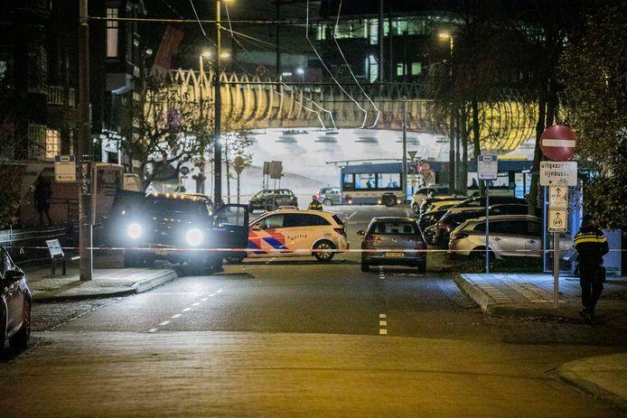 De locatie van de schietpartij in Arnhem. Het slachtoffer is aan zijn verwondingen overleden.