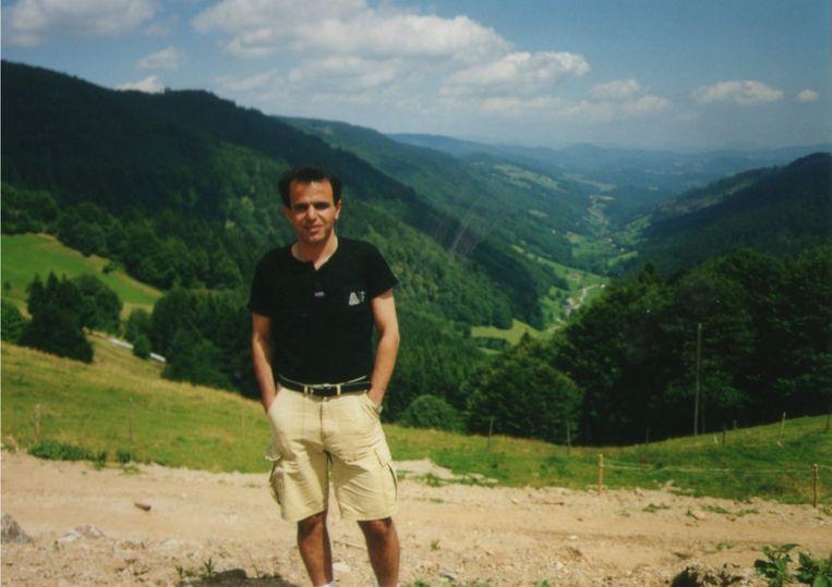 Mehran Nadimzadeh op vakantie in de bergen. Beeld Privéarchief