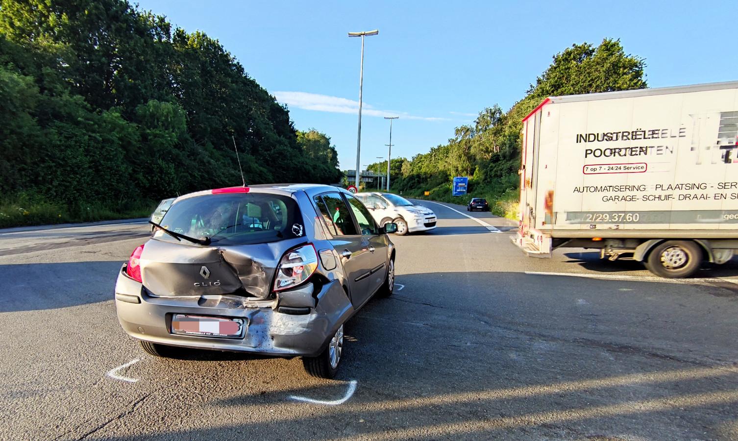 De schade aan beide voertuigen is groot