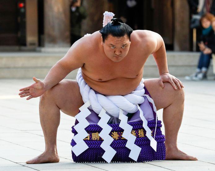 Le grand champion de sumo Hakuho a décidé de prendre sa retraite sportive.
