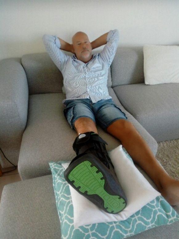 Paul Goossens brak zijn voet op een slecht onderhouden voetpad.