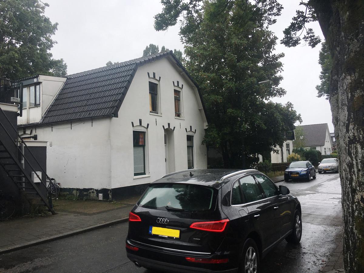 De gemeente Apeldoorn maakte een einde aan de illegale kamerverhuur in dit pand aan de Langeweg. Ten onrechte, zegt de hoogste rechter nu.