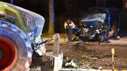 Tractor en bestelwagen botsen frontaal in Zwalm: bestuurder zwaargewond