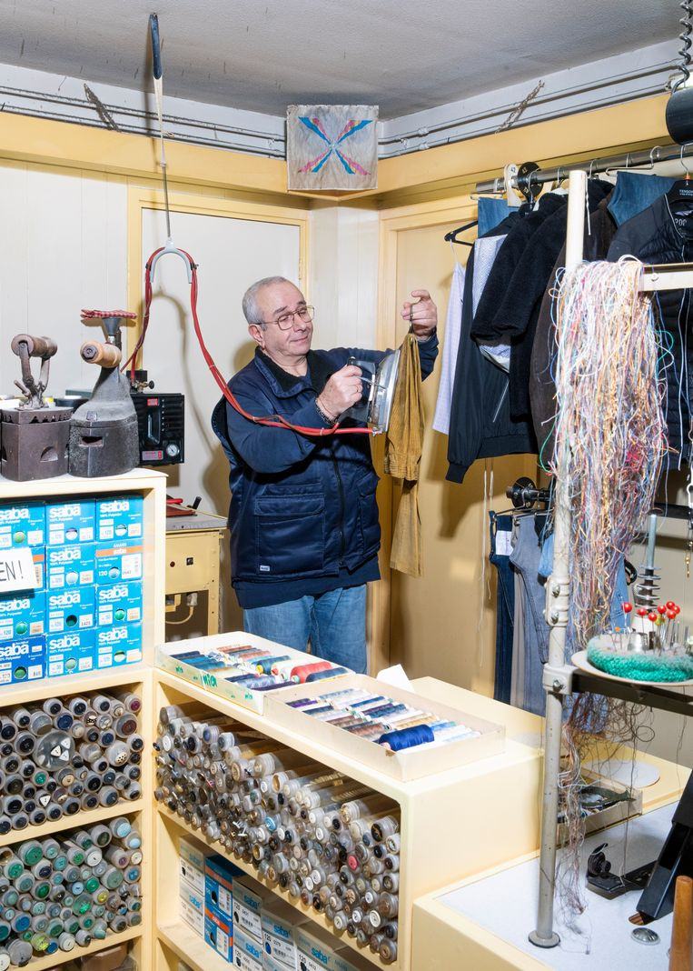 Suat Arsanlarvan kleermaker Andreas. Beeld Lin Woldendorp