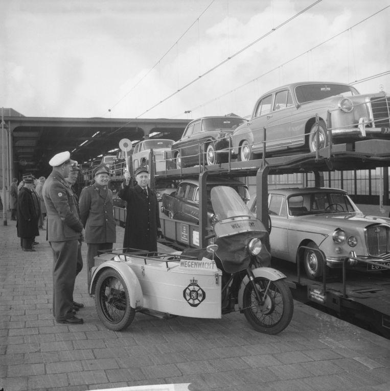 De autoslaaptrein in 1962. Beeld Nationaal Archief