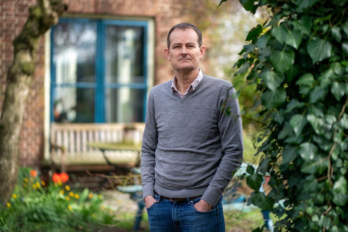 """Hans Heesterbeek, hoogleraar theoretische epidemiologie (Universiteit Utrecht). ,,In het park zitten en een keer naar de kapper gaan zullen echt niet de grootste risico's vormen."""""""