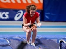 Fleur van der Linden springt hoger dan haar vader en verrast met Nederlandse polsstoktitel