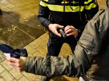 Daarom stoppen Schiedam, Vlaardingen en Maassluis voorlopig niet met preventief fouilleren