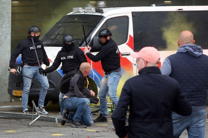 Bij de rellen na de wedstrijd NAC-NEC zondagavond in Breda, raakten acht agenten gewond. Zes relschoppers werden na afloop gearresteerd.