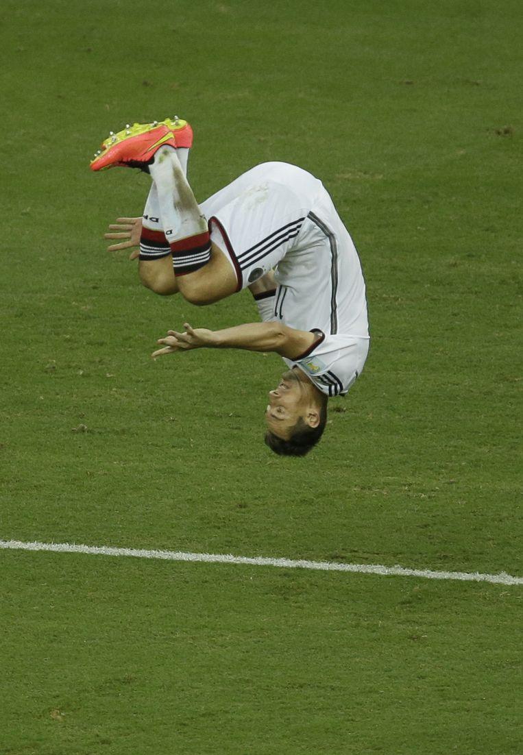 Miroslav Klose wipt met zijn 15e WK-treffer over zijn legendarische landgenoot Gerd Müller (14) en hijst zich naast Ronaldo (15). Beeld AP