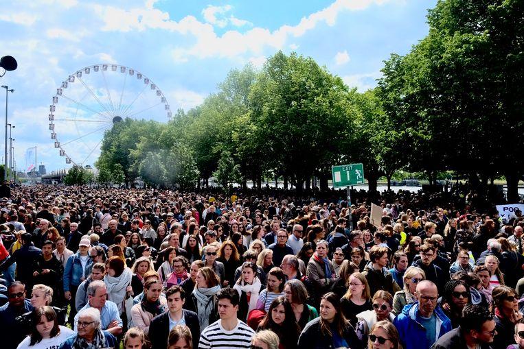 15.000 mensen liepen mee in de stille mars in Antwerpen. Beeld Tim Dirven