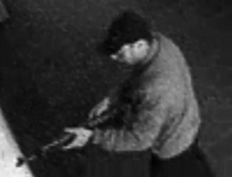 De dader van de aanslag in het Joods Museum te Brussel, vermoedelijk Mehdi N. Beeld AFP