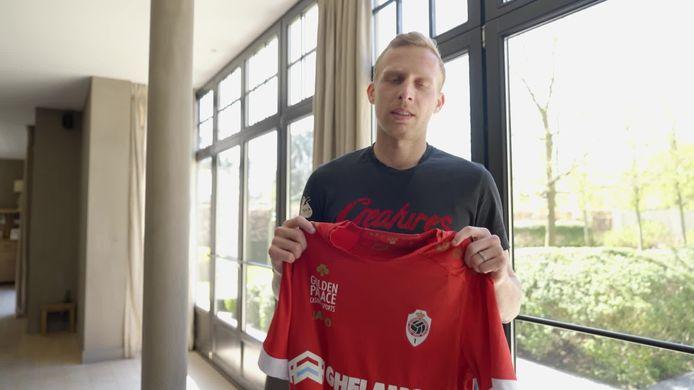 Ritchie De Laet wenst Dimitri Van den Bergh succes in de Premier League.