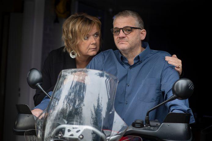 Patiënt Reinier van den Berg vecht samen met zijn vrouw Tineke voor erkenning van zijn ziekte en zijn recht op euthanasie.