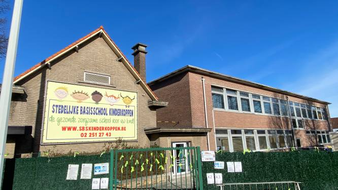 Hevige rookontwikkeling na brandje in basisschool Kinderkoppen