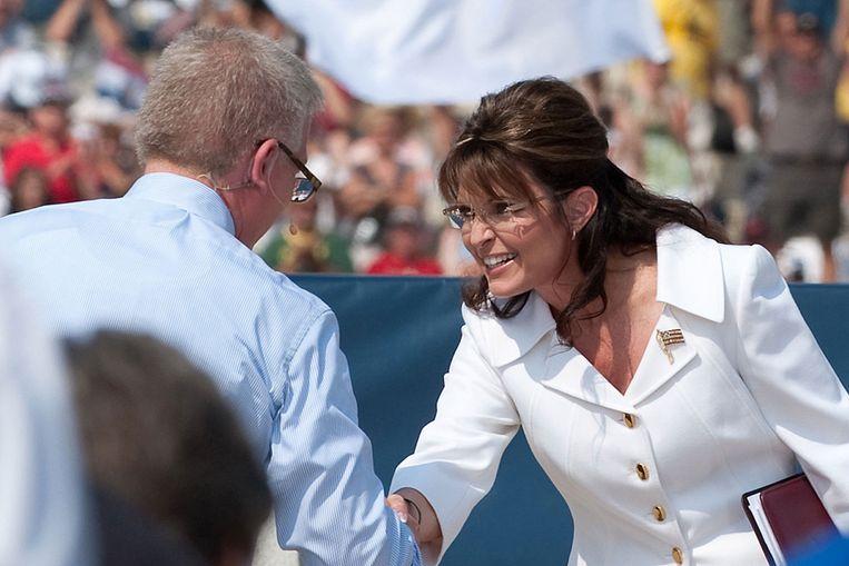 Sarah Palin schudt de hand van Glenn Beck (AFP) Beeld AFP
