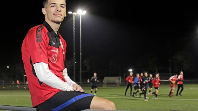 Agonis Hoti vindt het net en de pret bij DESO: 'Een te mooie club om in de vijfde klasse te spelen'
