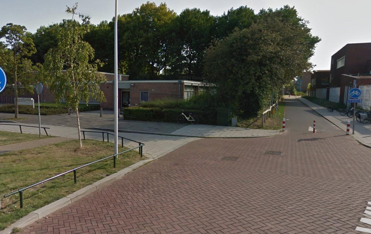 Het Marcuscentrum aan de Wijnesteinlaan waar uitgeprocedeerde asielzoekers bij elkaar komen.