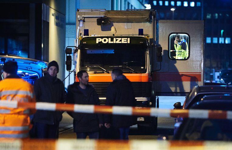 Een politiewagen staat geparkeerd vlakbij de moskee waar de aanval plaatsvond.  Beeld AFP